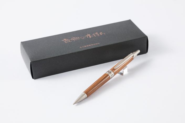 三菱の木軸人気ペン「ピュアモルト」